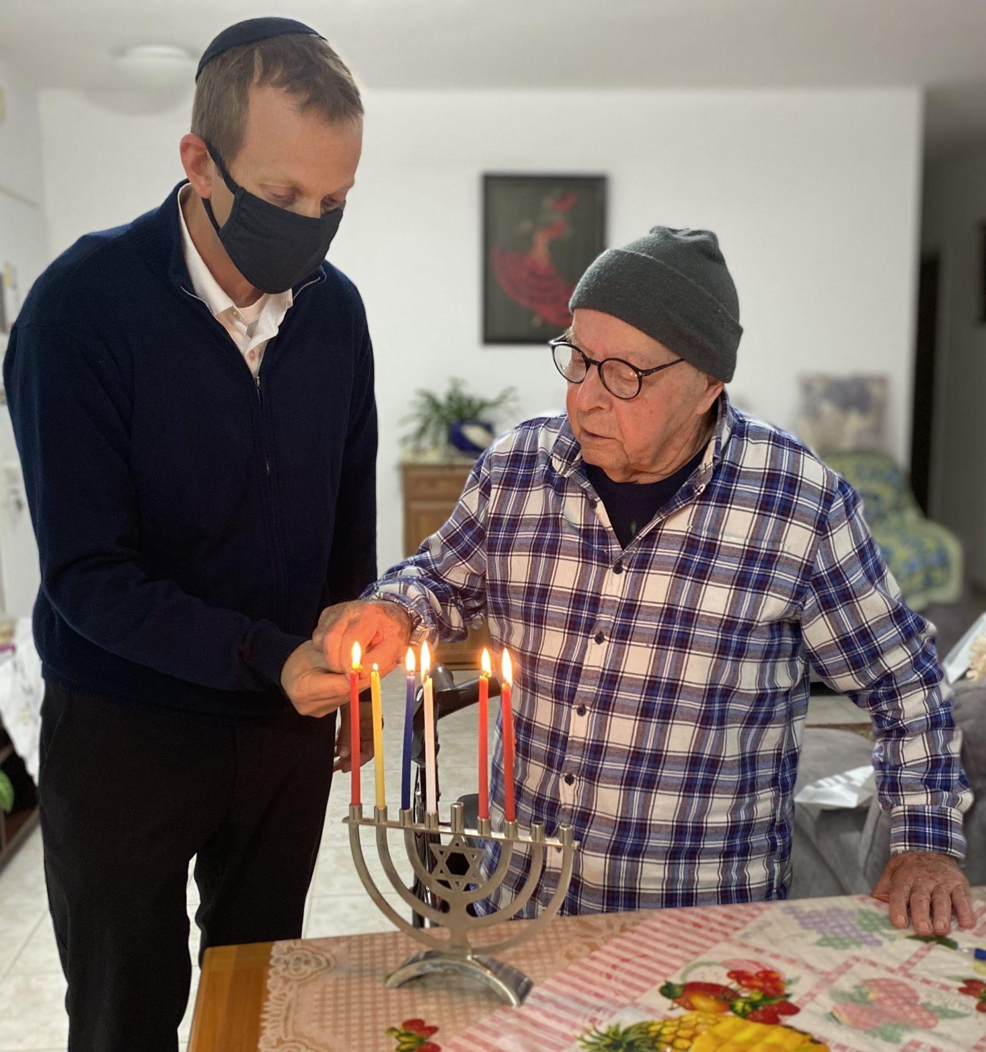 Rabbi tuly Weisz lighting chanukah lights holocaust survivor