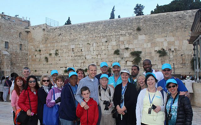Tuly-with-christians-at-the-kotel